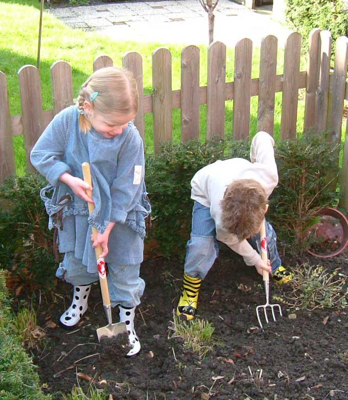 lastelabidas aiatööriistad