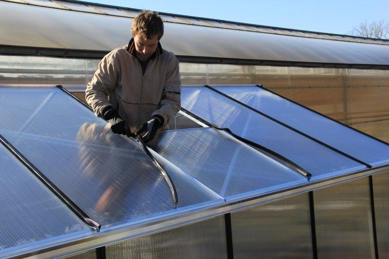 kasvuhoone polükarbonaadi plaatide kinnitamine