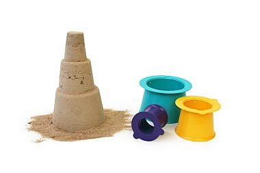 Rannamänguasjad_Quut_Alto_on white_loose pieces-and-sandcastle
